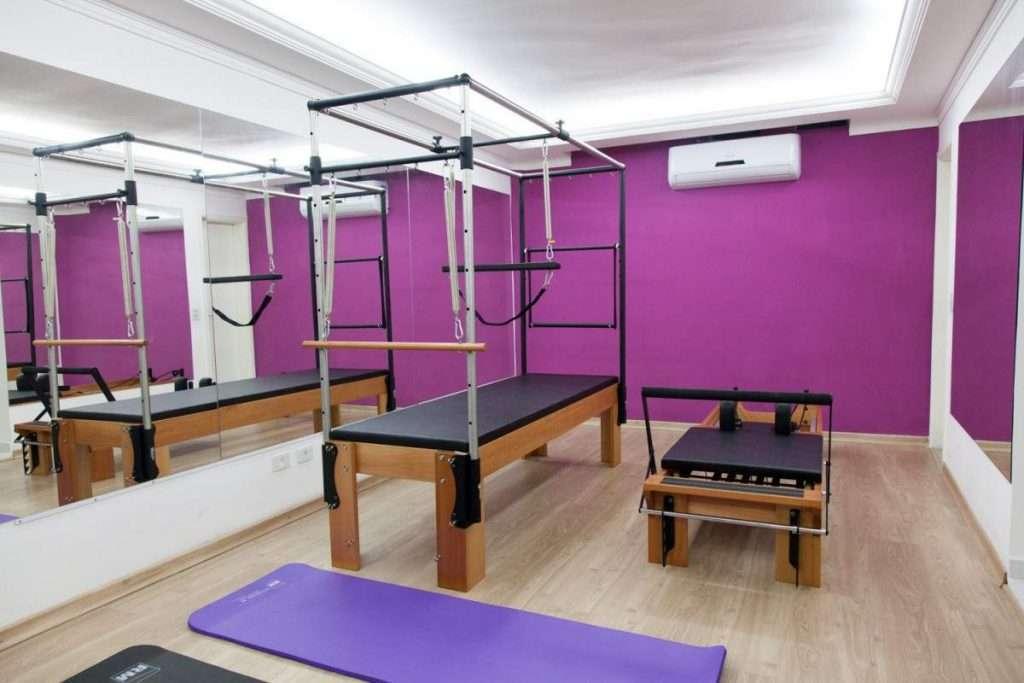 pilates academia roxa 1024x683 - Cores para academia de musculação: guia completo para você não errar na escolha