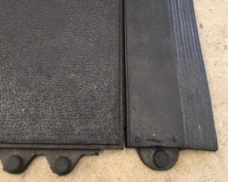 Detalhe textura e encaixe rampa do piso para cães